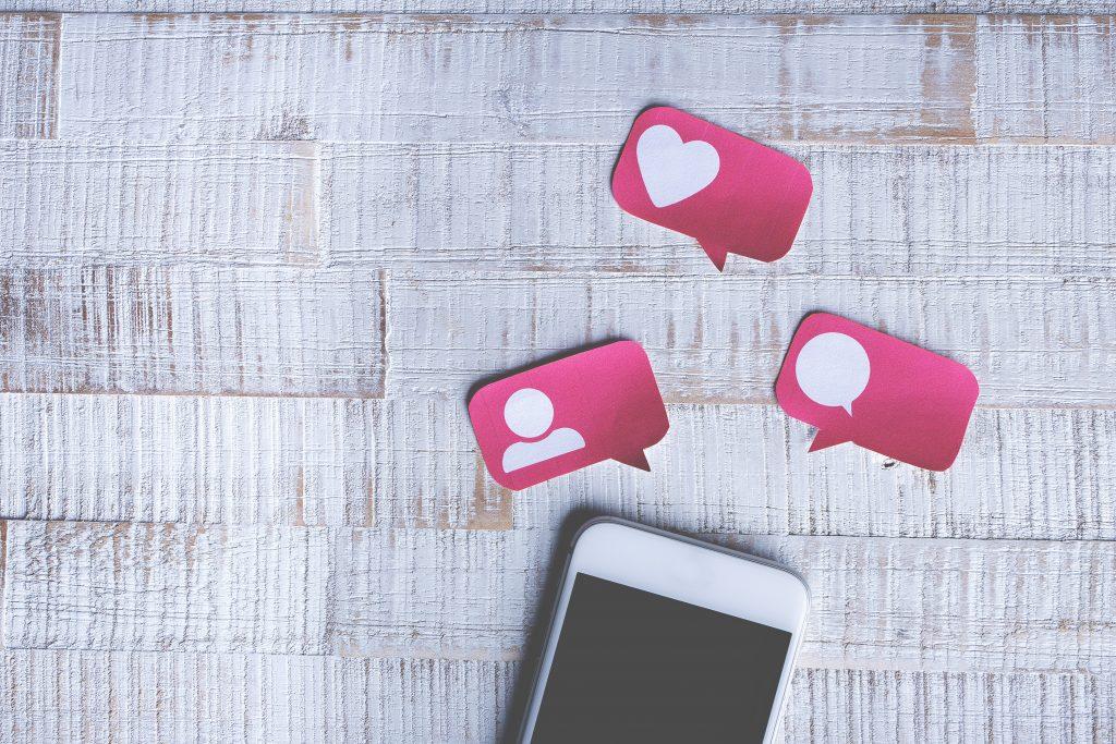 FutureManagement - Jobban konvertáló, vevőcsalogató Facebook hirdetéseket szeretnél? Ebben a cikkben 6+1 tippet adunk, amivel hatékonyabbá teheted a kommunikációdat. Könnyen alkalmazható és hatékony Facebook hirdetés tippek következnek.