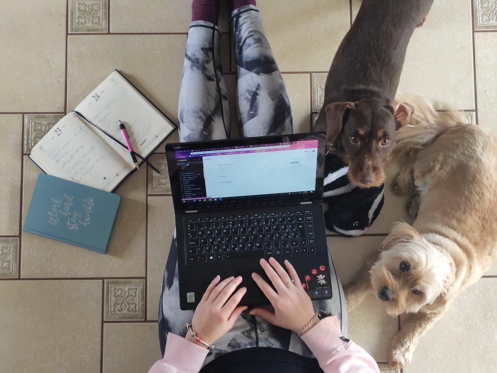 FutureManagement - Home office tévhitek - Ha nem bízol eléggé az embereidben, mert azt hiszed, a home office-ban dolgozók lusták és nem dolgoznak. Váloztasd meg a véleményed!