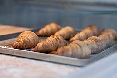 Kreatív reklámok – Croissant, a kávék legjobb barátja