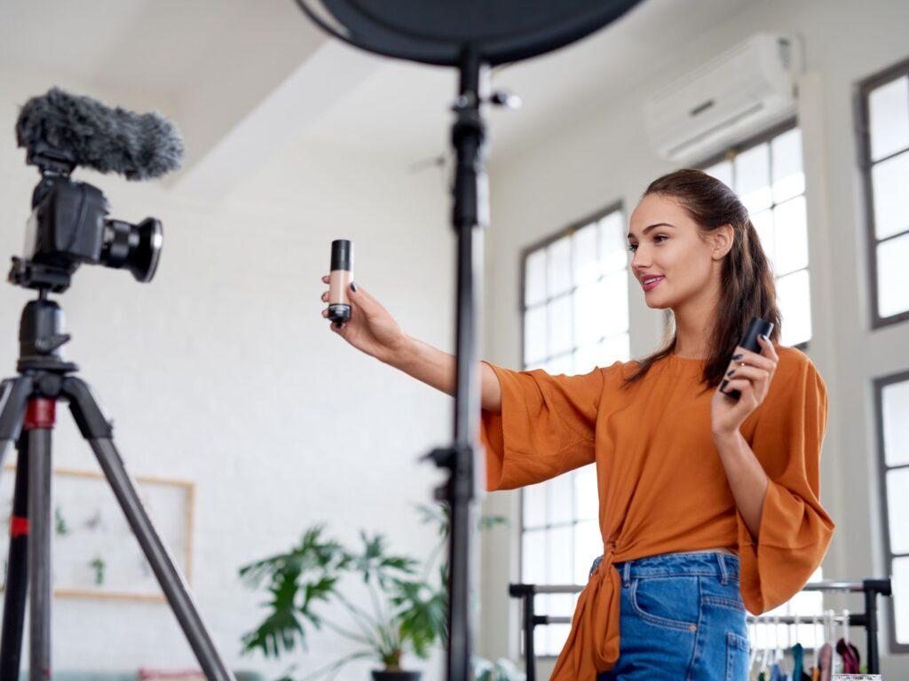 FutureManagement - Kádár Tímea vállalkozásának marketingstratégiája többet között az volt, hogy a sajtó segítségével szerezzen érdeklődőket, mindezt teljesen ingyenesen.