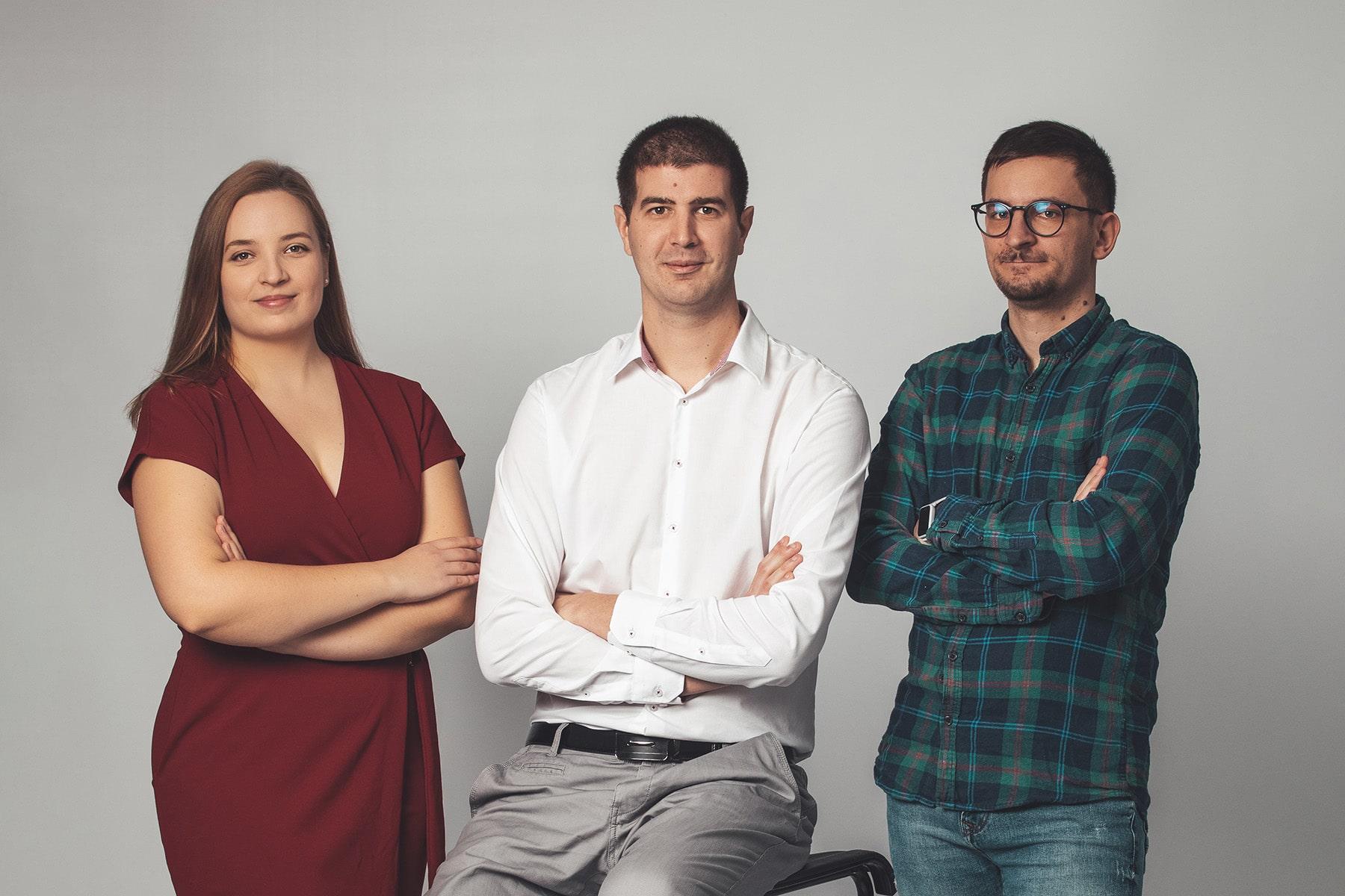 FutureManagement - Szeretjük, amit csinálunk. Értünk hozzá. Szeretjük azt is, ahogyan dolgozunk. Adatvezérelten, csapatban, ügyfeleink sikere érdekében. Együtt válunk naggyá. Hiszünk a komplex kampányokban, mert így képesek vagyunk kihasználni a rendszerek szinergiáját. Szeretjük a Google hirdetéseket, mert problémákra nyújtunk megoldásokat. Szeretjük az Instagramot, mert arcot ad a márkának. Szeretjük a Facebookot, mert látványos kreatívokkal és célzott hirdetésekkel az emberek azt kapják, amit keresnek. Hiszünk a hírlevelekben, mert történetet mesélnek. Szeretjük a cikkeket, mert tanítanak.